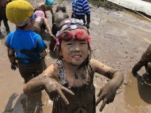 h300604泥んこ遊び3